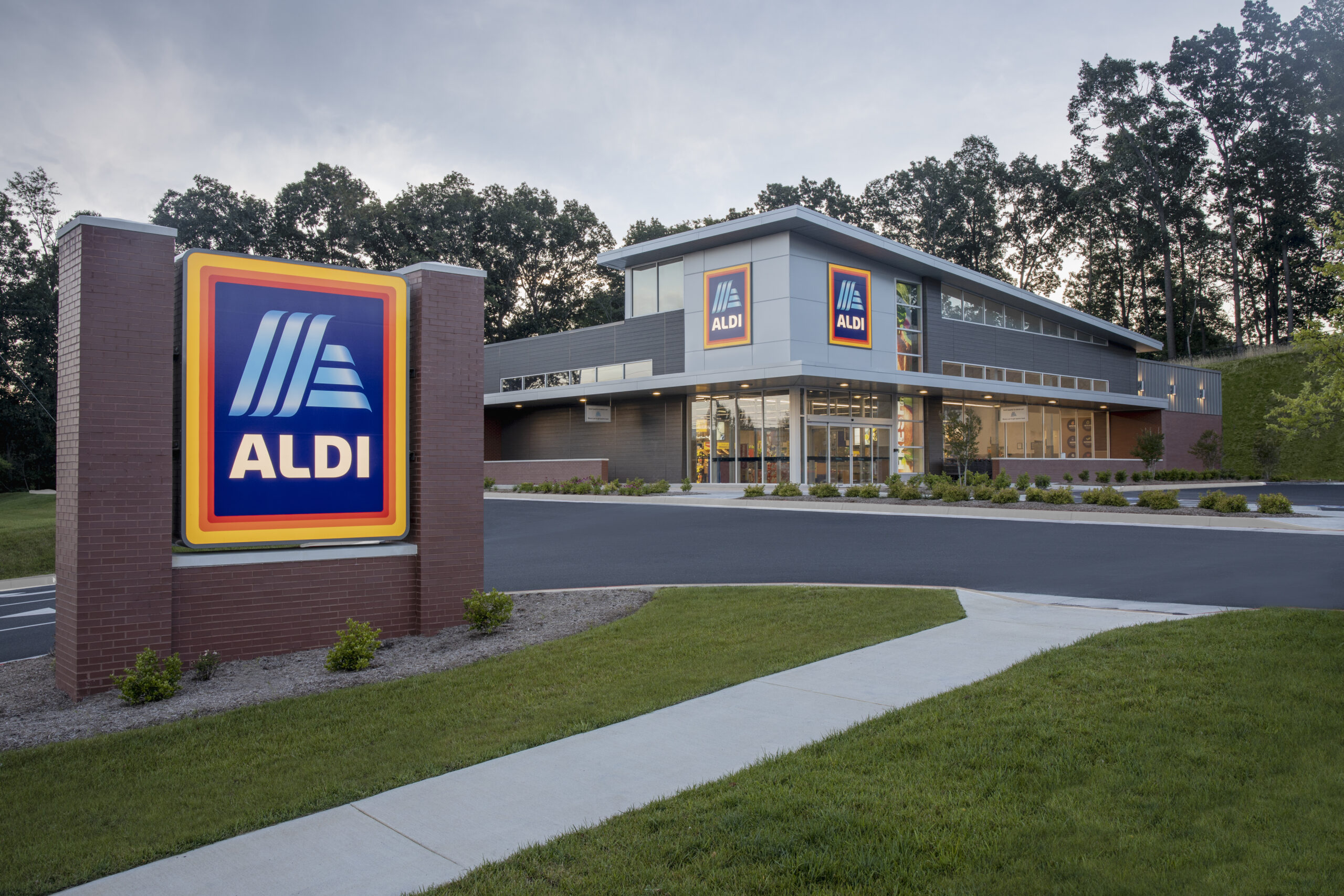 Exterior_Front_Entrance_with_ALDI_Sign_Harrisburg
